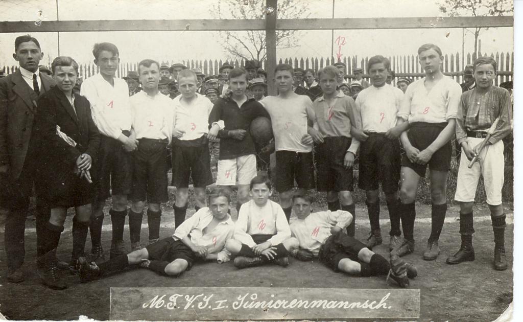 1920 Juniorenmannschaft-2-